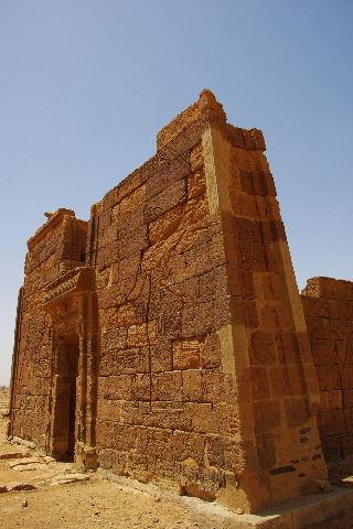 【スーダン周遊】 ナカ遺跡 (2) ライオン神殿とキオスク_c0011649_9323355.jpg