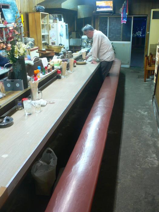 一本の長い椅子「やよ福宣伝酒場の」トレードマーク_c0061686_8435283.jpg