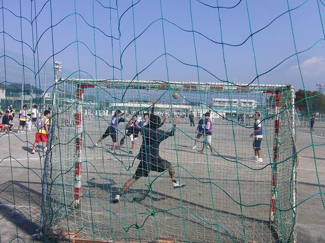 今年も晴天の下で行なわれた富士市スポーツ祭ハンドボール大会_f0141310_7502696.jpg