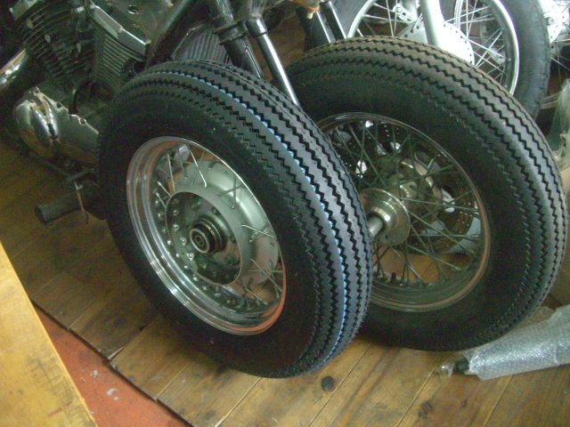15インチなビンテージ(パターン)タイヤ装着してみました!_a0164918_12139.jpg