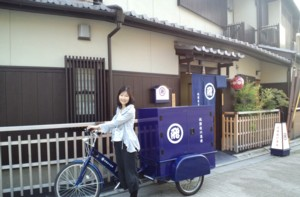 なに?これ!珍百景??さすが京都…祇園佐川急便。_d0082356_17323131.jpg