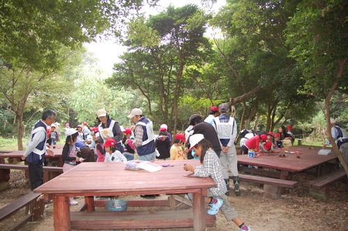 鳴滝小学校2年生40名遠足サポート in うみべの森_c0108460_17582476.jpg