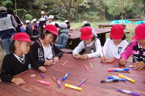 鳴滝小学校2年生40名遠足サポート in うみべの森_c0108460_17594247.jpg