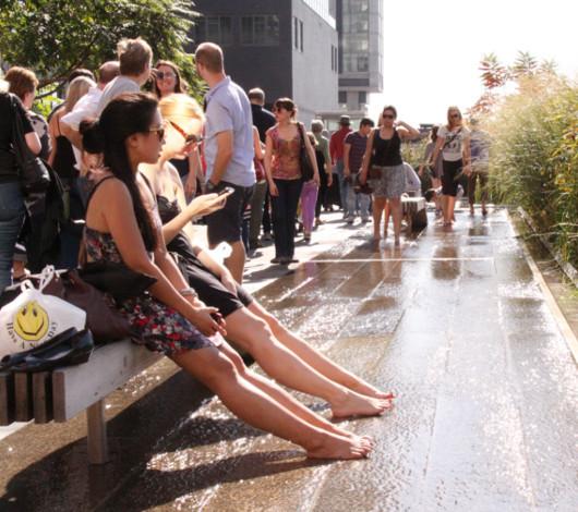 秋というより夏っぽいニューヨークの空中公園ハイラインを散歩_b0007805_22331375.jpg
