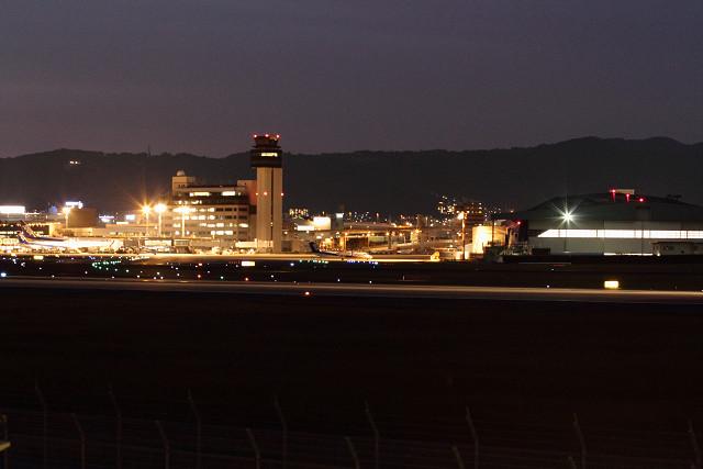 空港も、阪神も、暗闇へ!_b0160331_16492330.jpg
