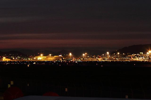 空港も、阪神も、暗闇へ!_b0160331_16494194.jpg