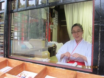 近江神宮にお札を頂きに_b0100062_2036208.jpg