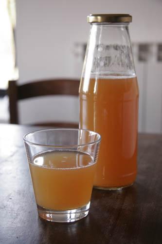 リンゴジュース係りです_f0106597_1581520.jpg