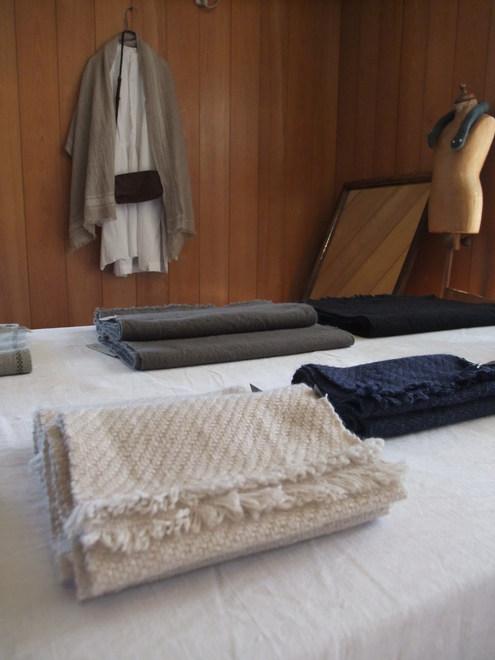 Tissageの手織りマフラーの販売会が2箇所で同時開催! 【ATELIER303 &ON THE DISH】_e0146912_23481635.jpg