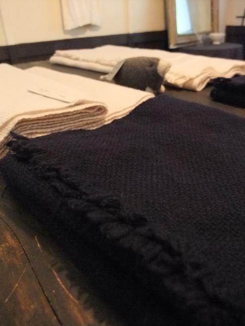 Tissageの手織りマフラーの販売会が2箇所で同時開催! 【ATELIER303 &ON THE DISH】_e0146912_23555838.jpg