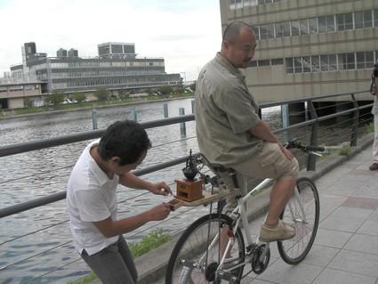 自転車で珈琲を挽く!?_f0063022_179258.jpg