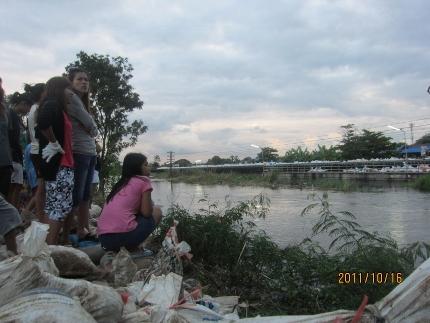 タイの洪水の現状_b0100062_7101531.jpg