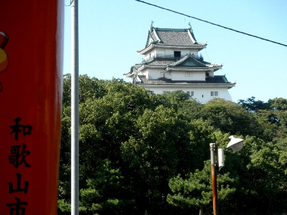 お城の見える街かど_b0093754_22392150.jpg