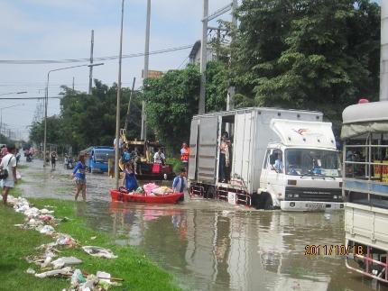迫り来る危機的状況の洪水リポート_b0100062_16511596.jpg