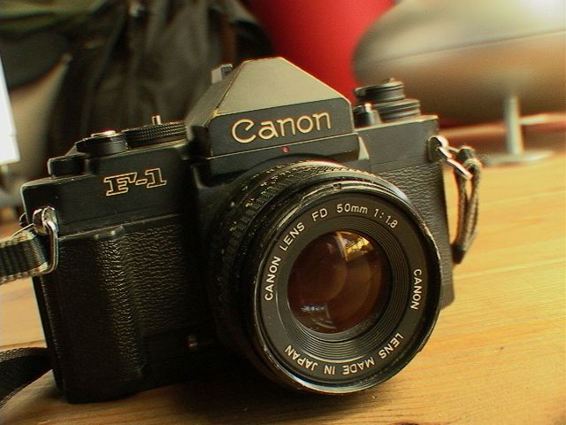 長年愛用してたCanon-F1をSONY-VX2000で撮る_e0069646_9111411.jpg