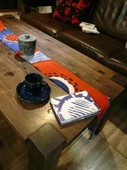 テーブルのマフラー_a0017350_1152352.jpg