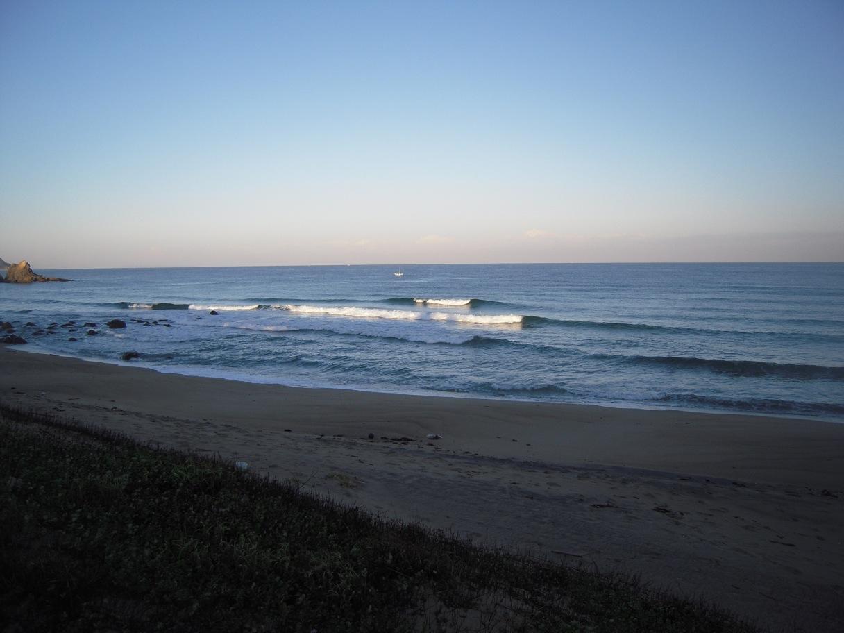 今日の波イン二見。_d0076864_1043635.jpg