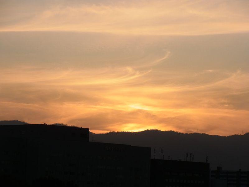 焼けていく山の端_c0025115_18553276.jpg