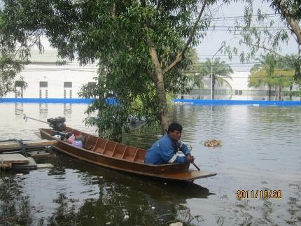 タイ洪水其の三いよいよ其処まで_b0100062_18132981.jpg