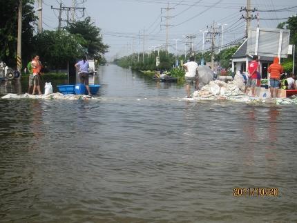 タイ洪水其の三いよいよ其処まで_b0100062_1815677.jpg