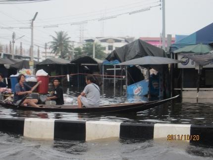 タイ洪水其の三いよいよ其処まで_b0100062_1845330.jpg