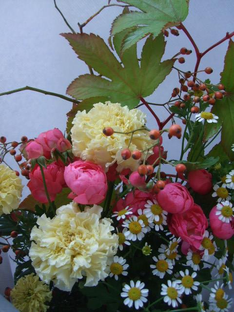 オークリーフ(秋薔薇と実物の花束)_f0049672_1110434.jpg
