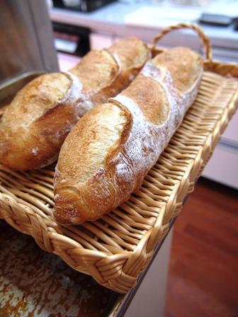 こつこつとフランスパン_e0167593_1284745.jpg