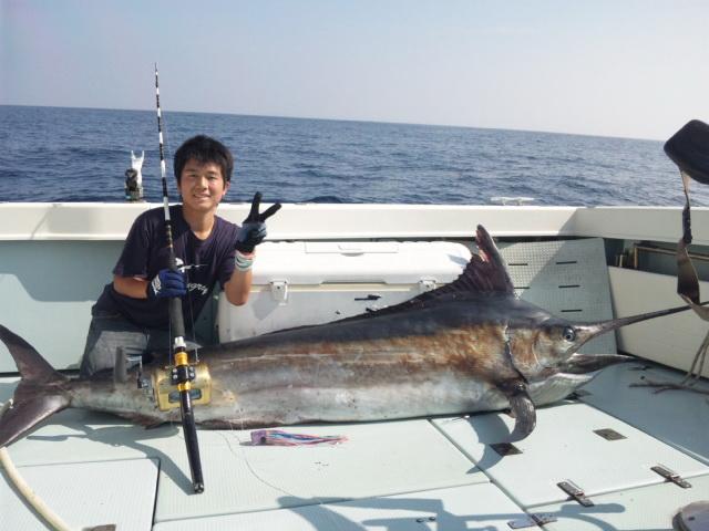 玄界灘のS艇さんのJrが、またシロカワ98.5kg!! 【カジキ・マグロトローリング】_f0009039_124912.jpg