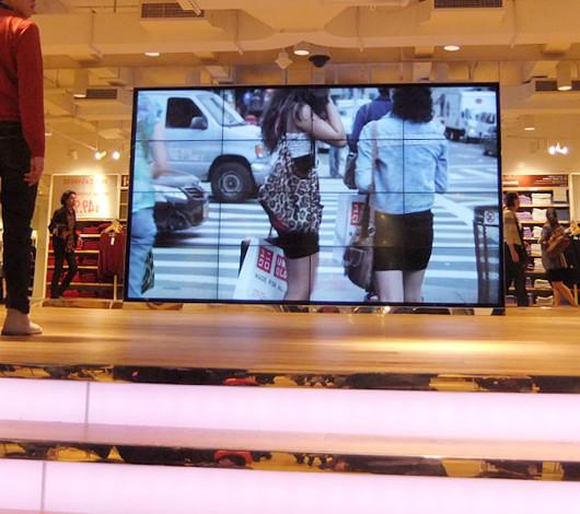 ユニクロ5番街店オープンのメイキング・ビデオ_b0007805_2281996.jpg