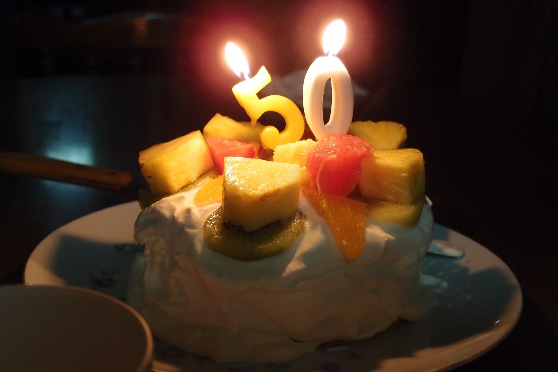 サンマとナスと金婚式のケーキ_a0116902_2334578.jpg