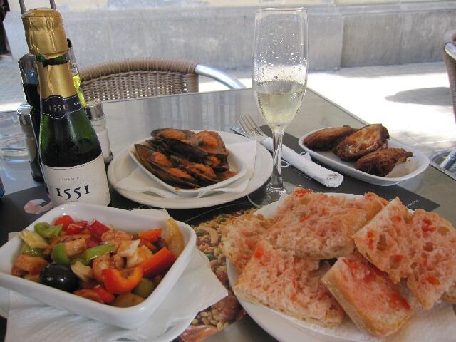 サグダラ・ファミリアを眺めながらのお昼ご飯!@レストランPICASSO_d0133225_11222181.jpg
