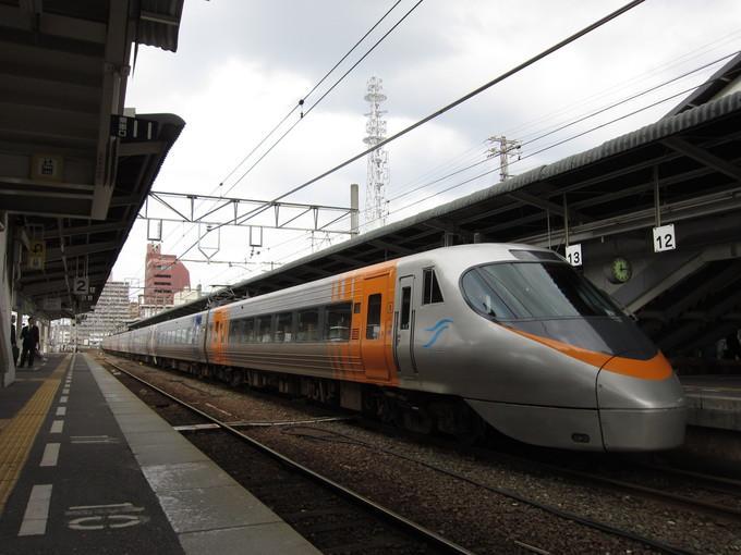 JR四国 松山駅 坂の上の雲_d0202264_9503967.jpg
