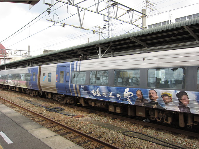 JR四国 松山駅 坂の上の雲_d0202264_951832.jpg