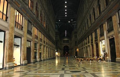 夜のナポリ、最後の夕食、そして帰国。_a0154793_23212614.jpg