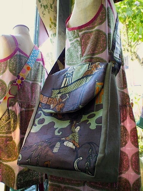 1910年デザインのプリント生地を使ったバッグ。_c0157866_20523015.jpg