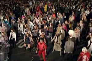 今年もあのゾンビ・ダンス・グループが始動しました ThrillerNYC_b0007805_0533025.jpg