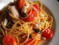 10/25本日のパスタ:真鱈とケッパーのフレッシュトマト・スパゲティ_a0116684_11392633.jpg