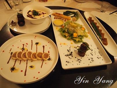 鴛鴦飯店で楽しい晩宴_d0088196_1111436.jpg