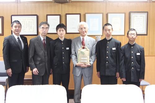甲東中学校「学田委員会」が収穫したお米を寄附_f0237658_10405699.jpg