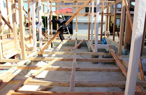 八幡田の家:建方が始まる_e0054299_1512037.jpg