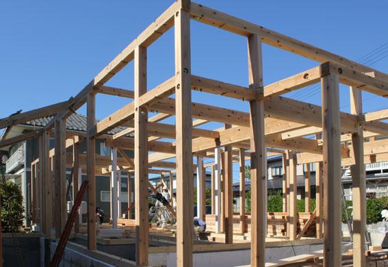八幡田の家:建方が始まる_e0054299_1514643.jpg