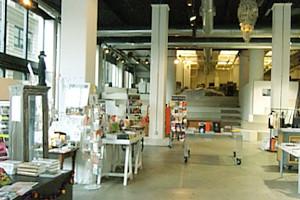 つくづく興味深いニューヨークの独立系書店 パワーハウス・アリーナ(Powerhouse Arena)_b0007805_11364398.jpg