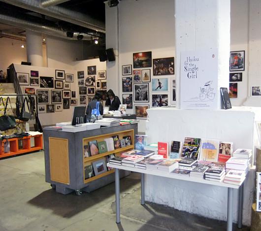 つくづく興味深いニューヨークの独立系書店 パワーハウス・アリーナ(Powerhouse Arena)_b0007805_11365575.jpg