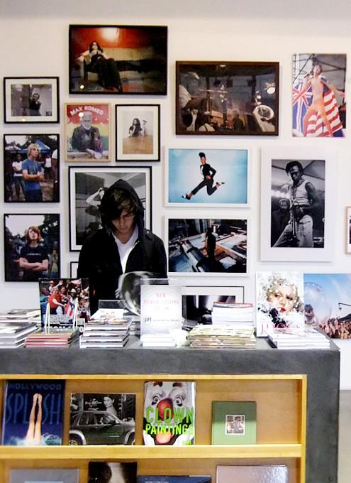 つくづく興味深いニューヨークの独立系書店 パワーハウス・アリーナ(Powerhouse Arena)_b0007805_121516.jpg