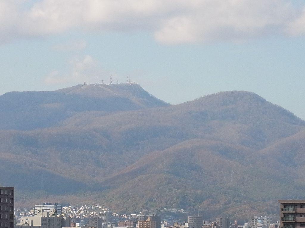 【今日の2枚】 色づく札幌の山々_c0025115_1953380.jpg