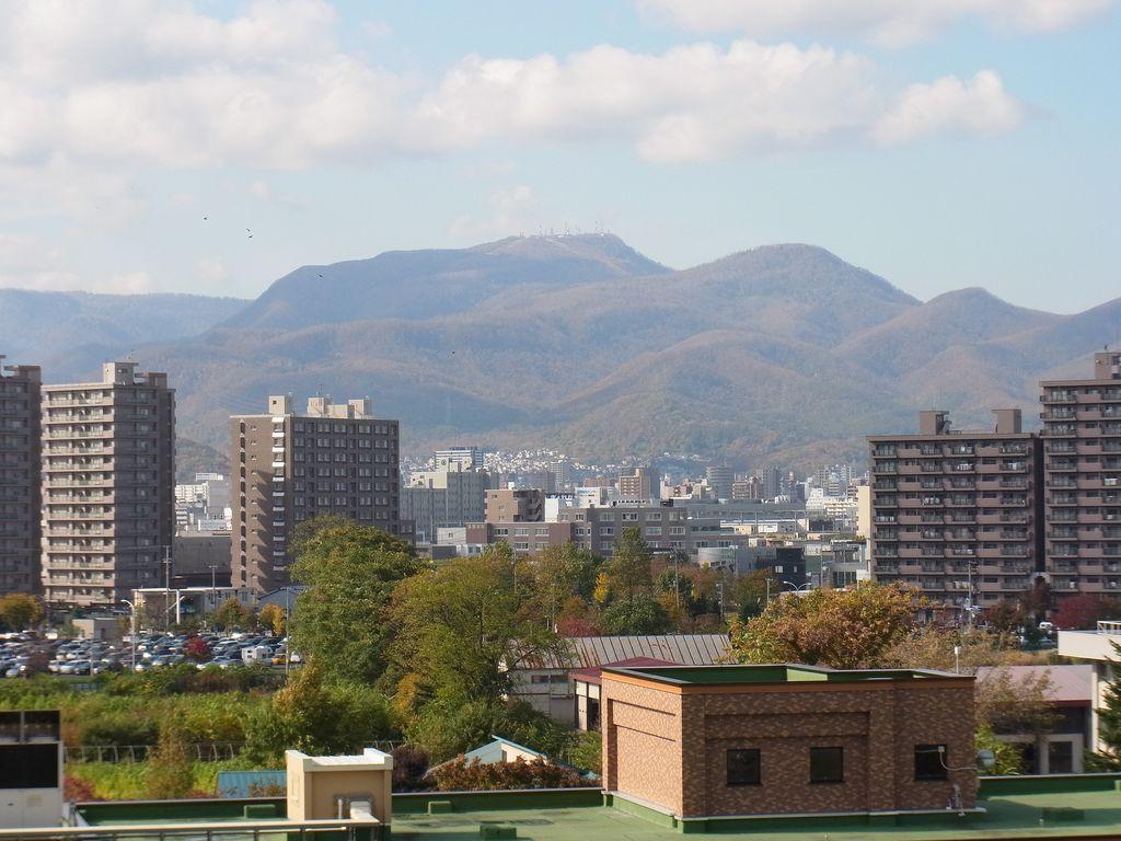 【今日の2枚】 色づく札幌の山々_c0025115_1953522.jpg