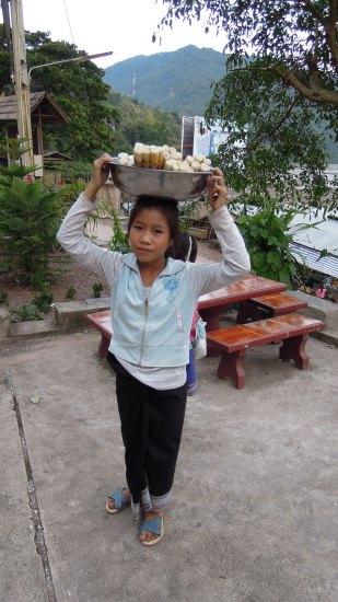 竹の子と子供_f0055745_2082332.jpg