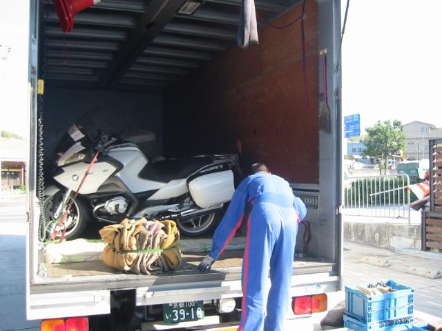 噂の車両ついに到着。_e0254365_20564930.jpg