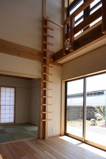 2階建てなのに階段がない家_e0145995_18492575.jpg
