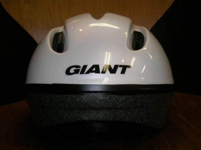 GIANTのヘルメットが入荷!(子供用)_b0189682_1629258.jpg